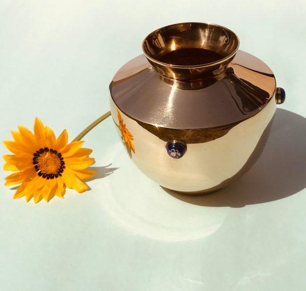 Brass urn : Topp Brass